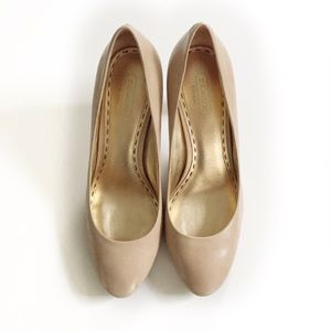 Coach Sheri beige leather heels with gold interior